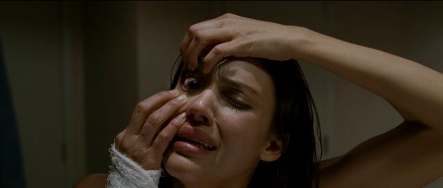 Jessica Alba tulee hulluksi elokuvassa The Eye (2008).