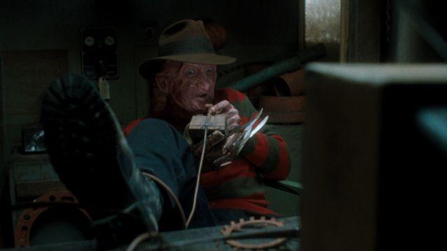 Freddy Krueger pelaa tappavaa videopeliä elokuvassa Painajainen Elm Streetillä 6